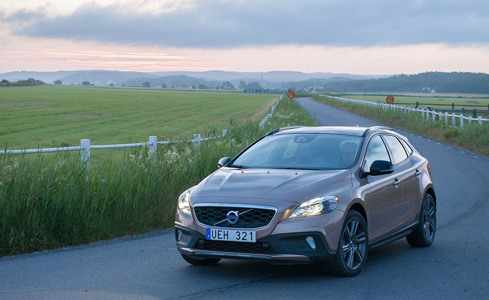 124442_Volvo_V40_Cross_Country