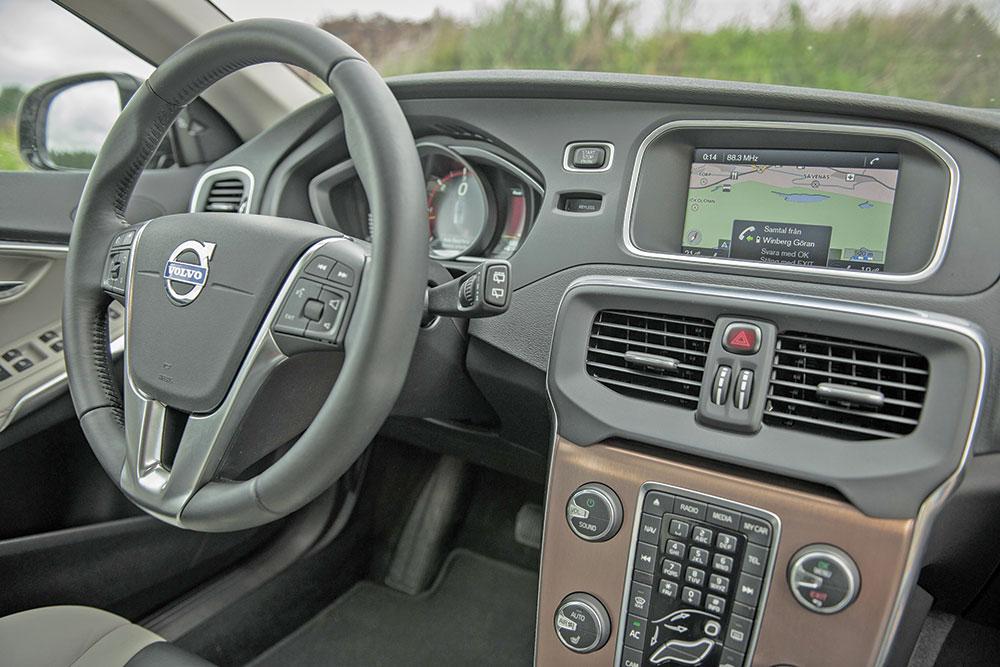 124453_Volvo_V40_Cross_Country