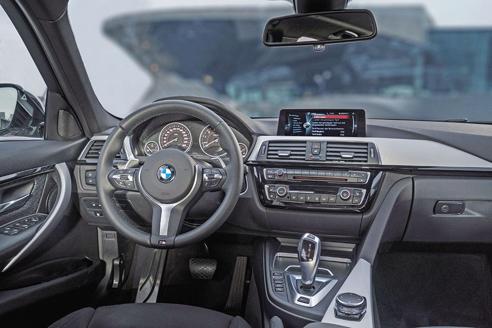 BMW-330e-5