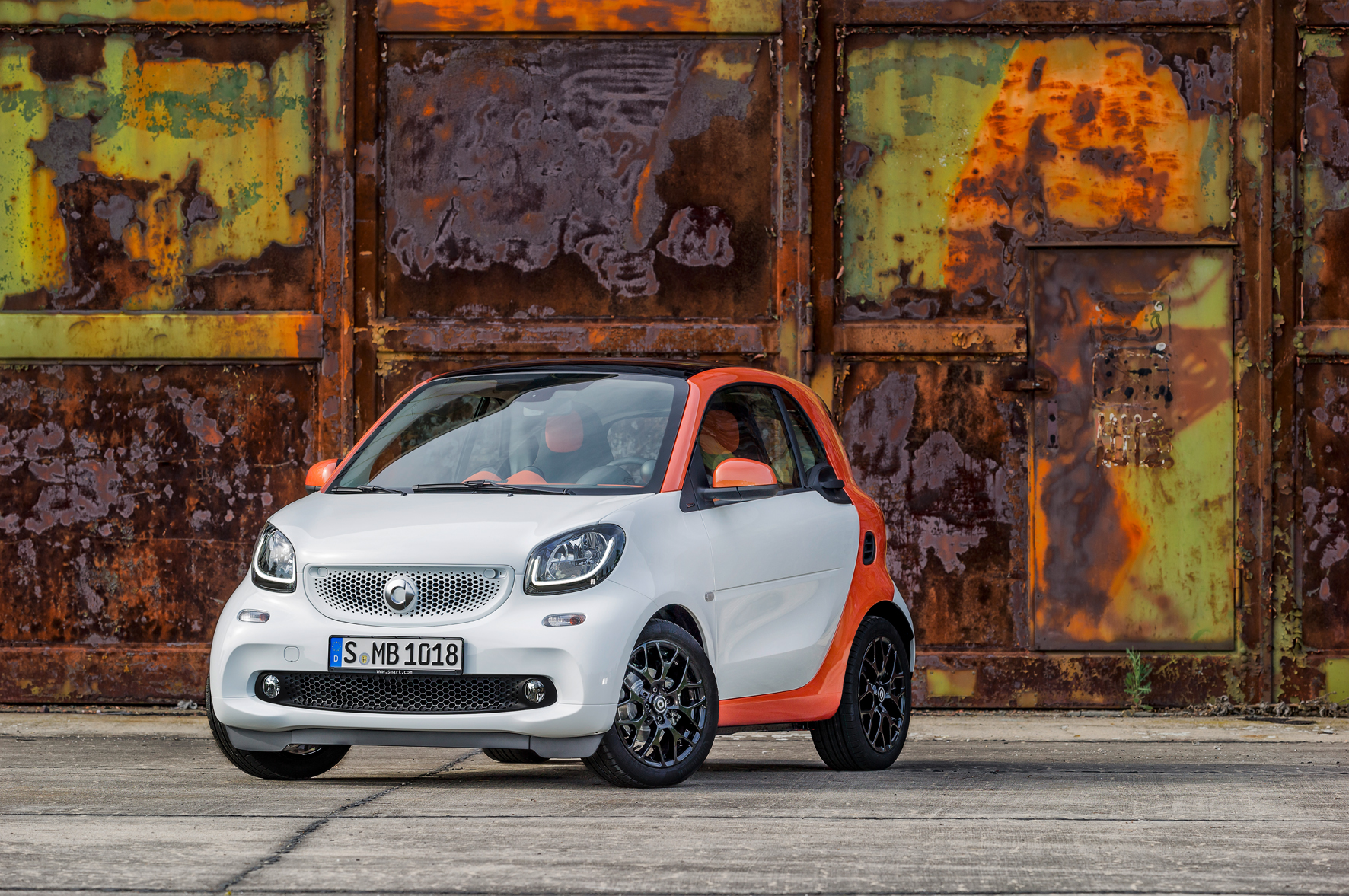 smart fortwo, BR C453, 2014 Bodypanels in white, tridion Sicherheitszelle in lava orange (metallic) Body panels in white, tridion safety cell in lava orange (metallic)
