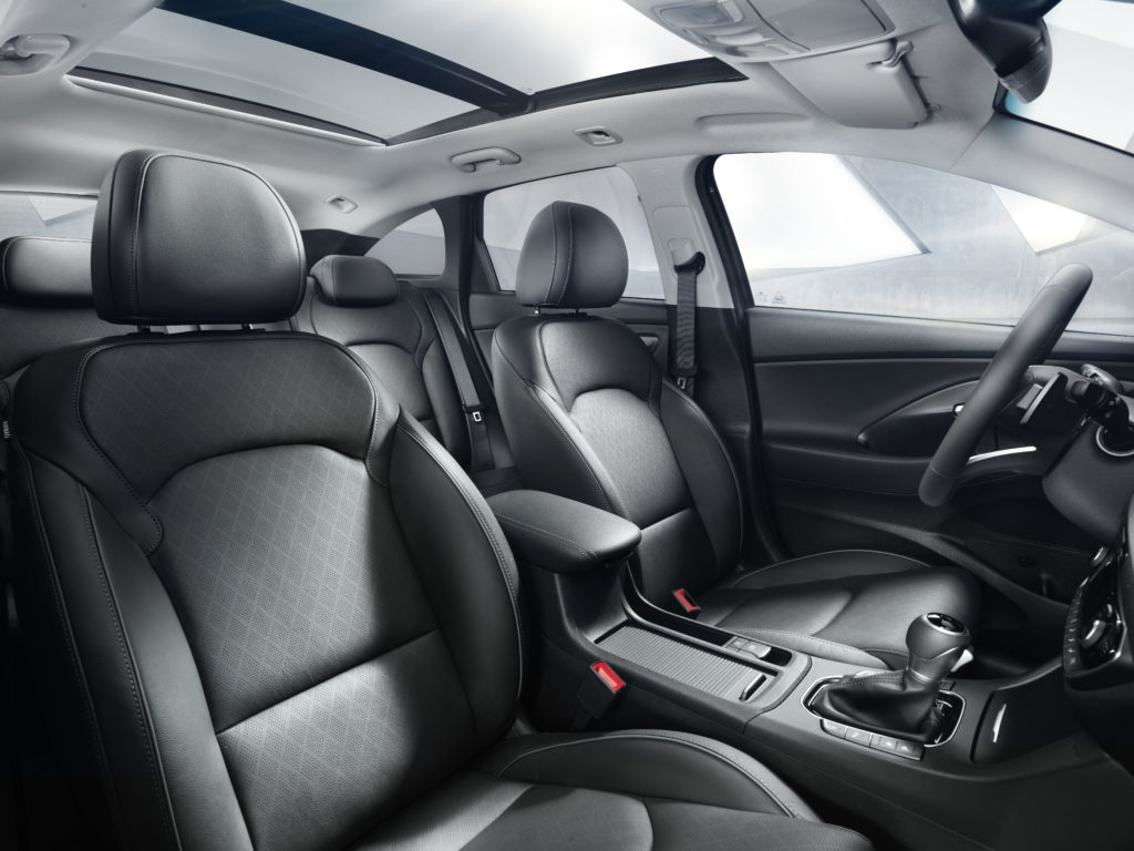 i30-wagon-interior-1-hires