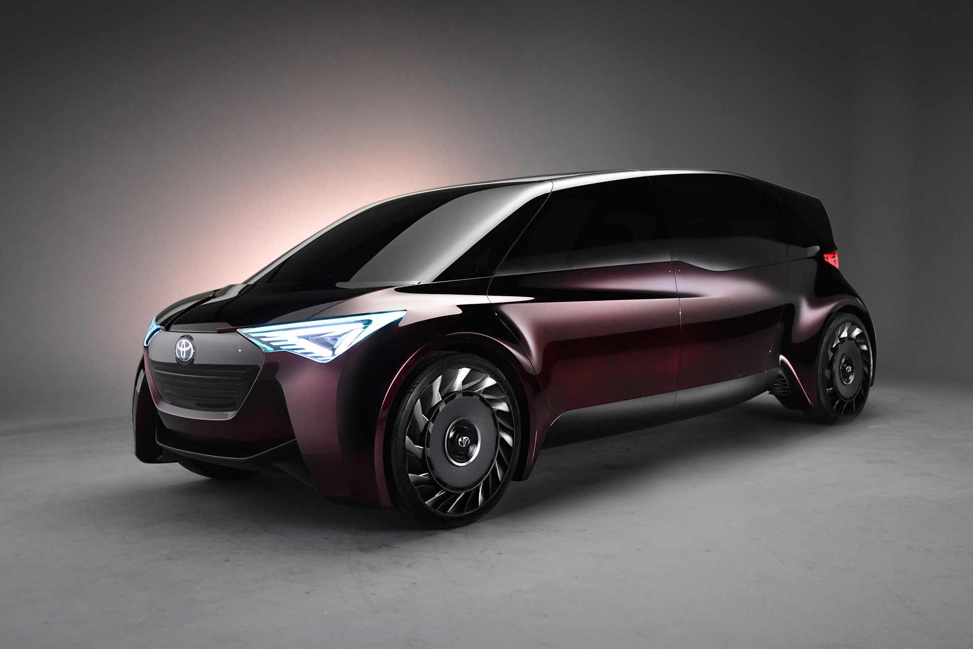 """Toyota revela """"Fine-Comfort Ride"""" com alcance de 1000 km"""