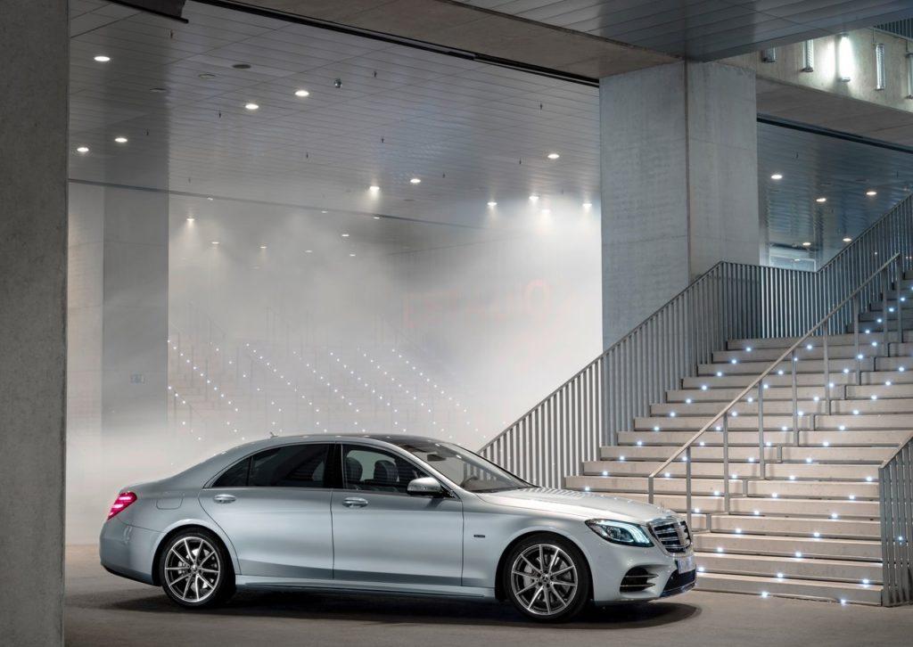 Mercedes-Benz-S560e-2018-1280-03