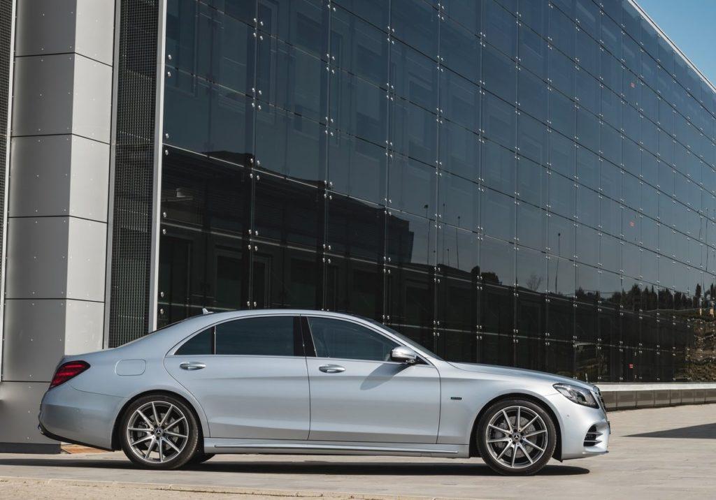 Mercedes-Benz-S560e-2018-1280-08