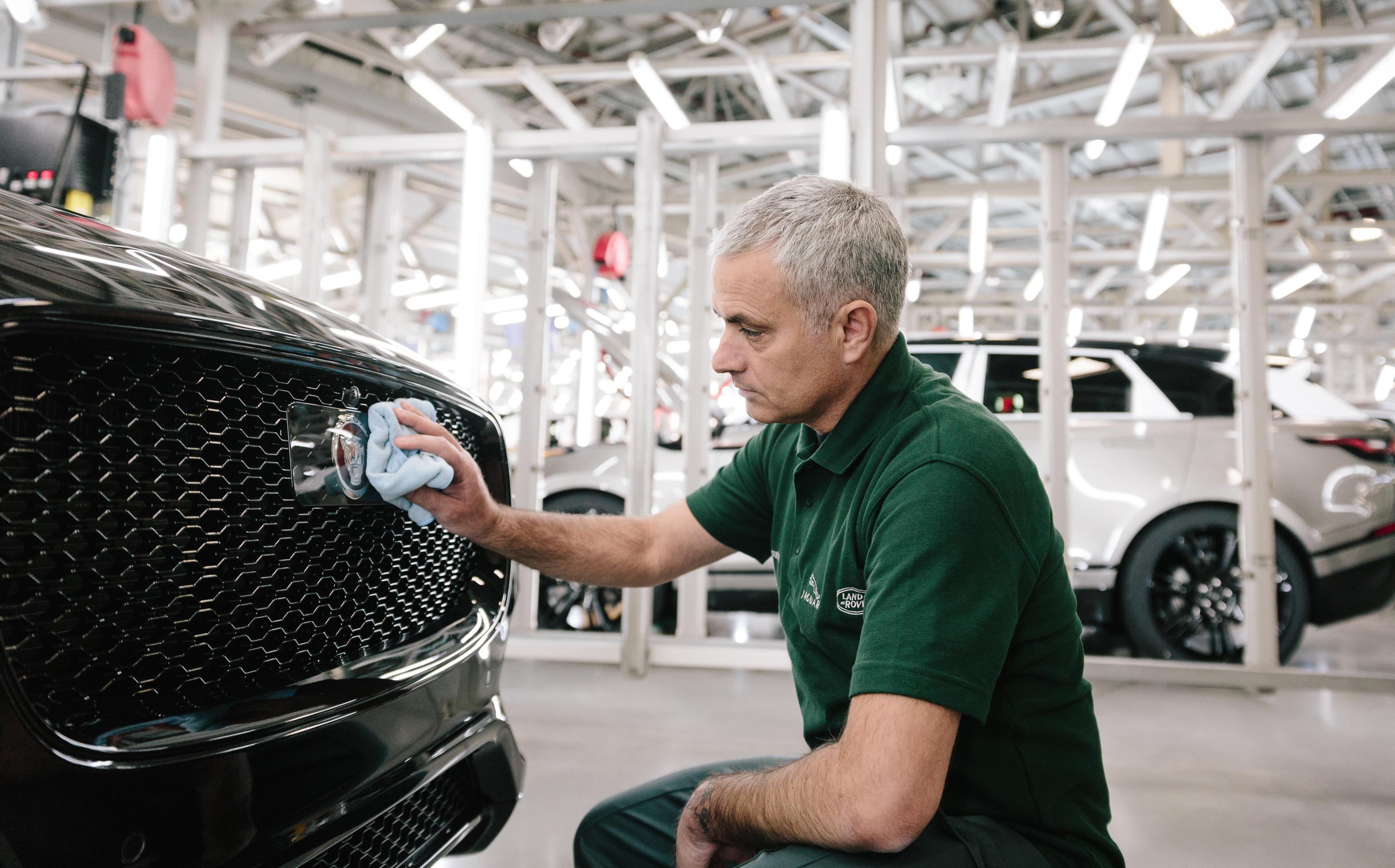 José Mourinho monta o seu próprio Jaguar F-Pace