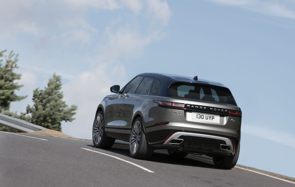 rrvelar18my425glhdprlocationdynamic010317