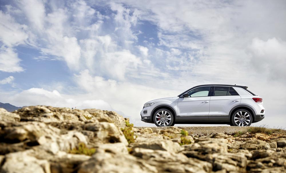 Volkswagen_T-Roc_85_out_2017