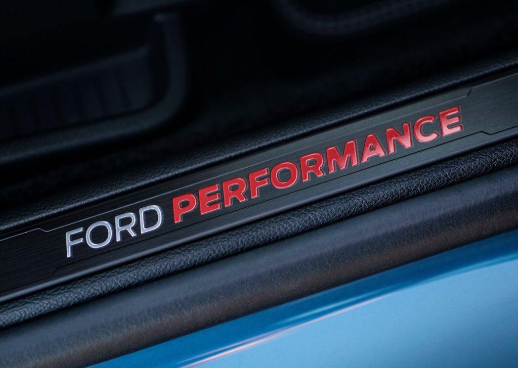 Ford-Edge_ST-2019-1280-07