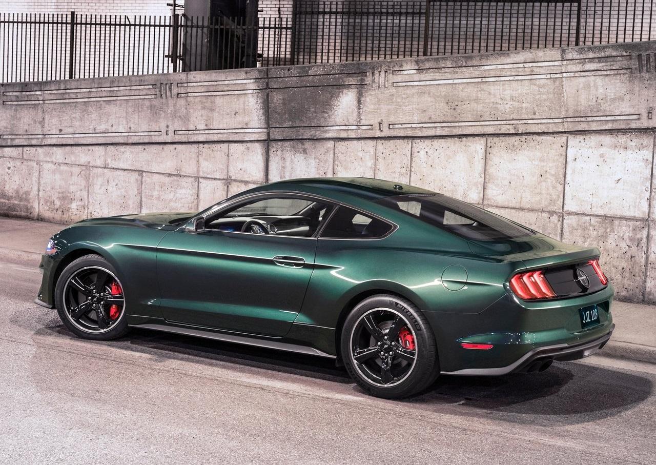 Mustang Bullitt e Edge ST marcam o stand da Ford no Salão de Detroit