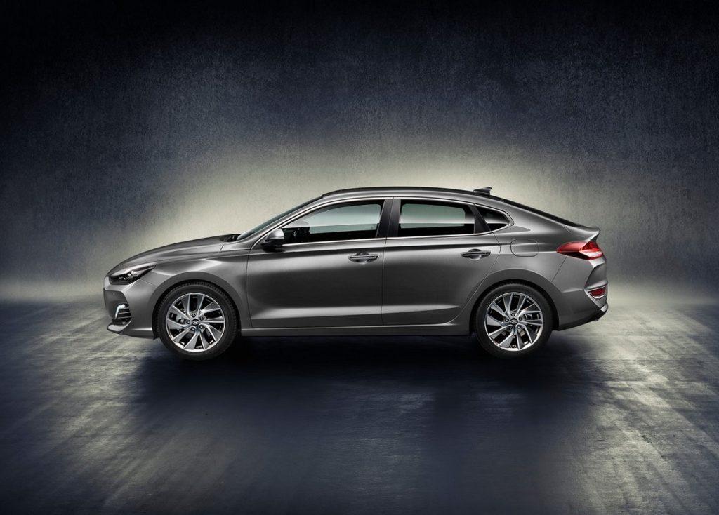Hyundai-i30_Fastback-2018-1280-02