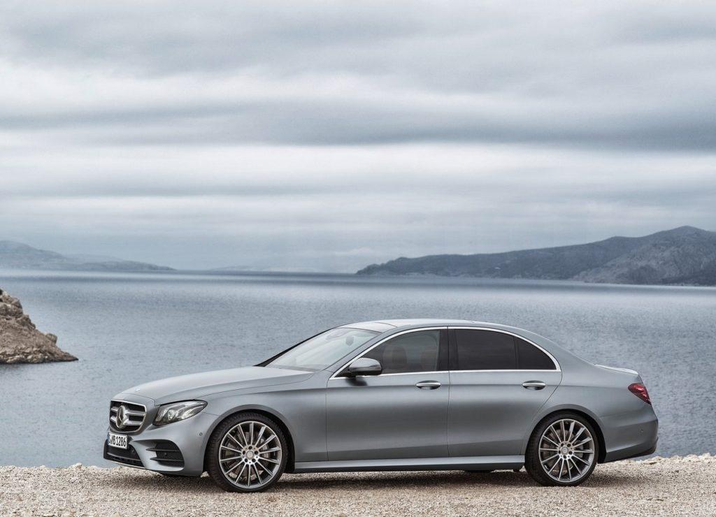 Mercedes-Benz E-Class (2017) Lado Cinzento