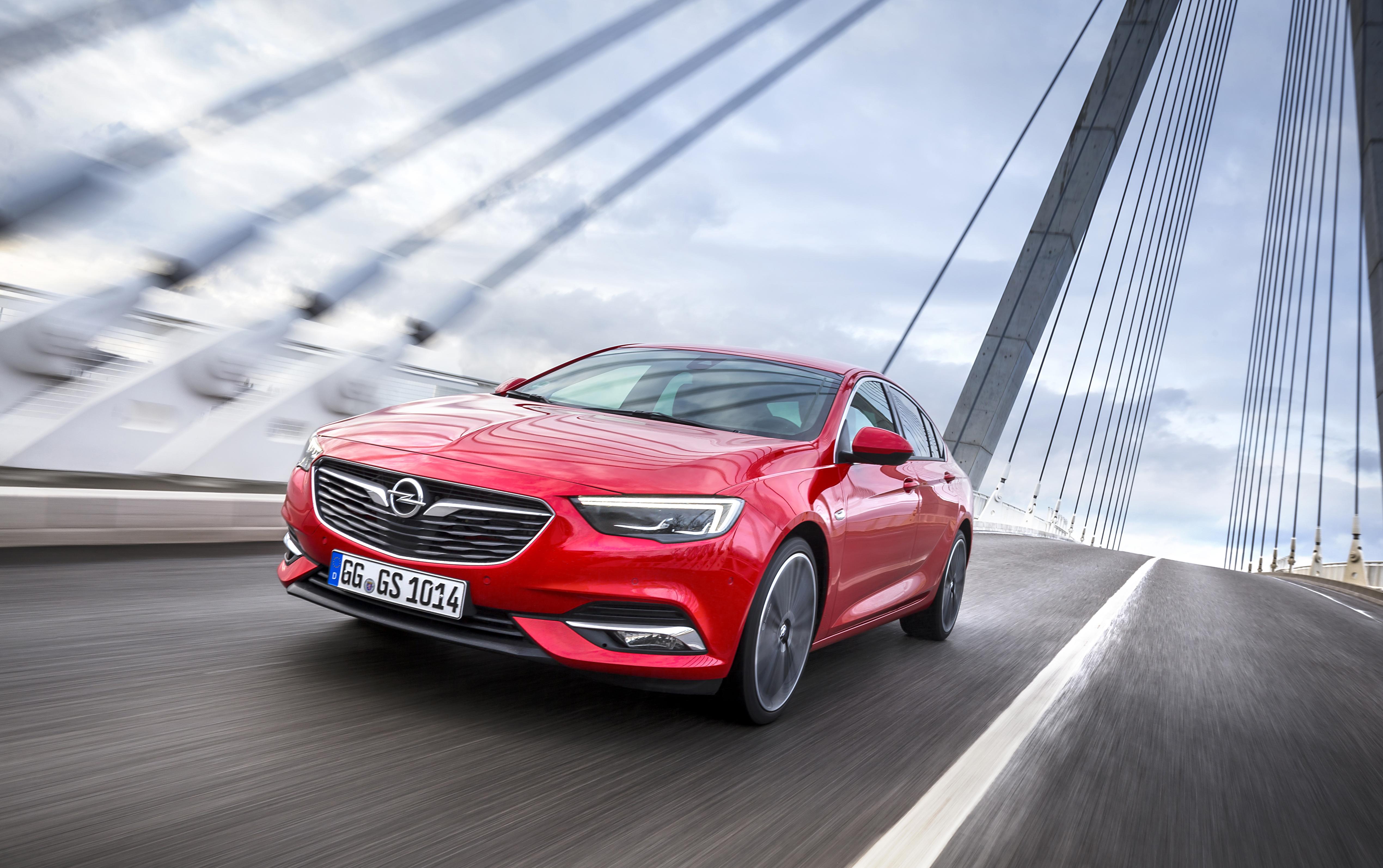 "Prémios ""Connected Cars"" distinguem  Opel Insignia e Opel Vivaro Life"