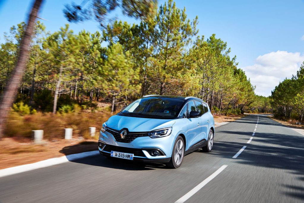 81447_2016_Drive_tests_New_Renault_GRAND_SCENIC_in_the_Bordeaux_region