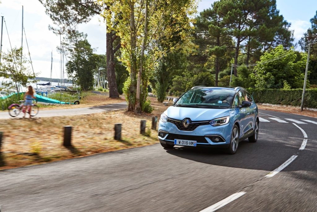 81458_2016_Drive_tests_New_Renault_GRAND_SCENIC_in_the_Bordeaux_region