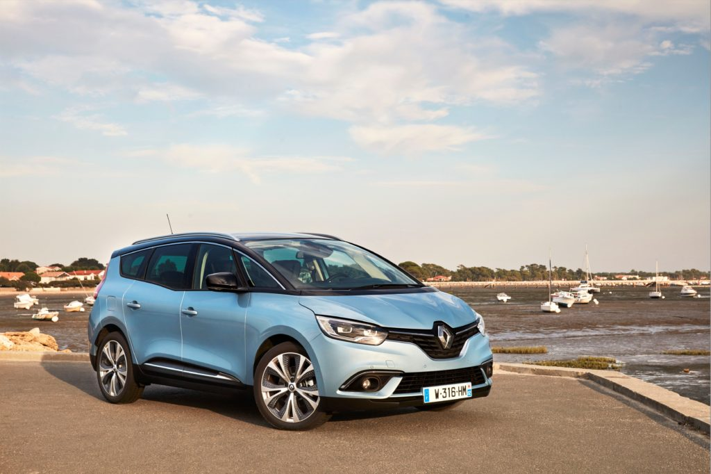 81464_2016_Drive_tests_New_Renault_GRAND_SCENIC_in_the_Bordeaux_region
