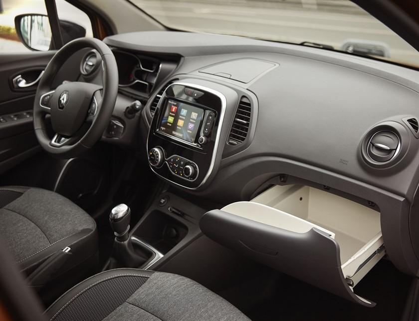 90804_2017_New_Renault_CAPTUR_tests_drive_in_Denmark