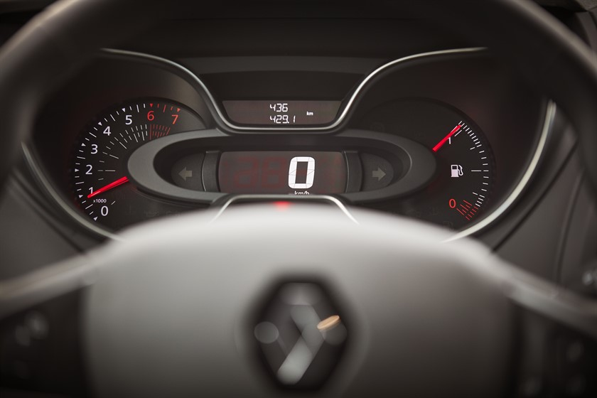 90806_2017_New_Renault_CAPTUR_tests_drive_in_Denmark