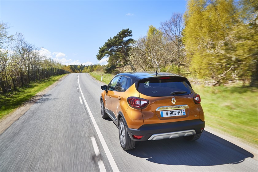 90820_2017_New_Renault_CAPTUR_tests_drive_in_Denmark