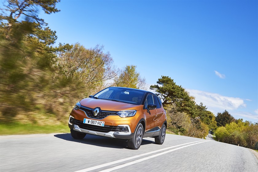90823_2017_New_Renault_CAPTUR_tests_drive_in_Denmark