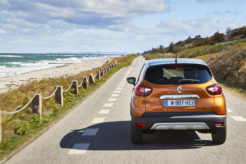 90825_2017_New_Renault_CAPTUR_tests_drive_in_Denmark