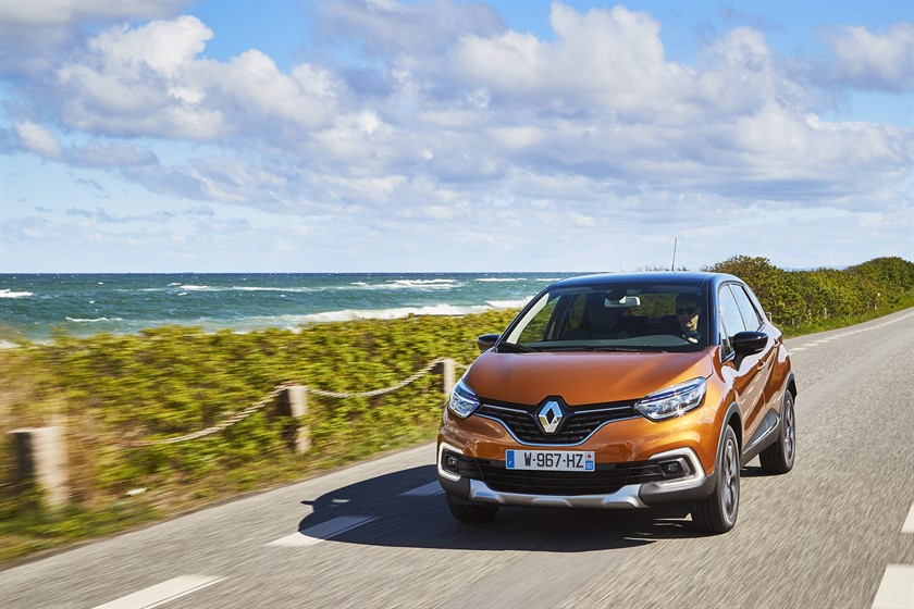 90827_2017_New_Renault_CAPTUR_tests_drive_in_Denmark