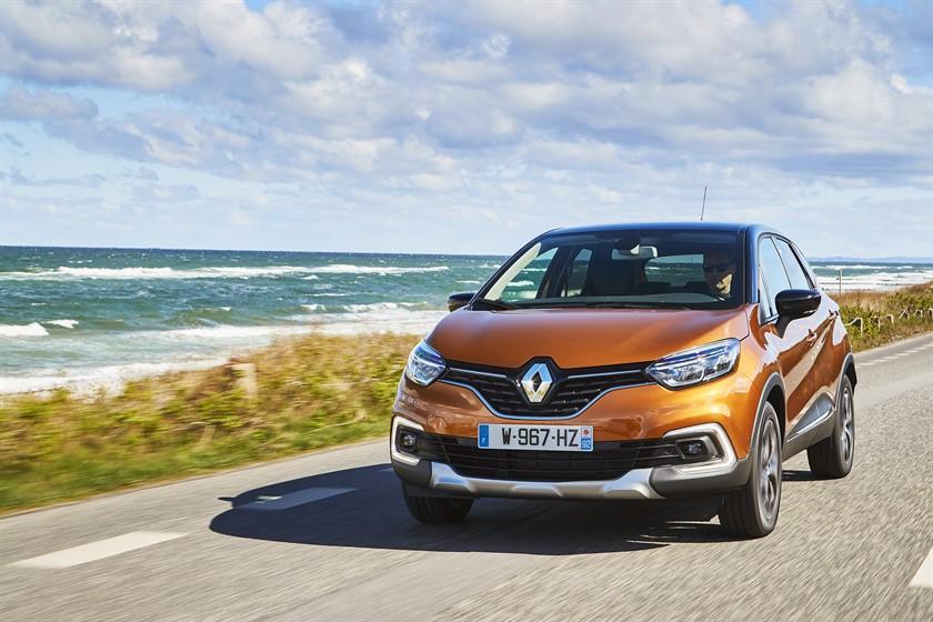 90828_2017_New_Renault_CAPTUR_tests_drive_in_Denmark