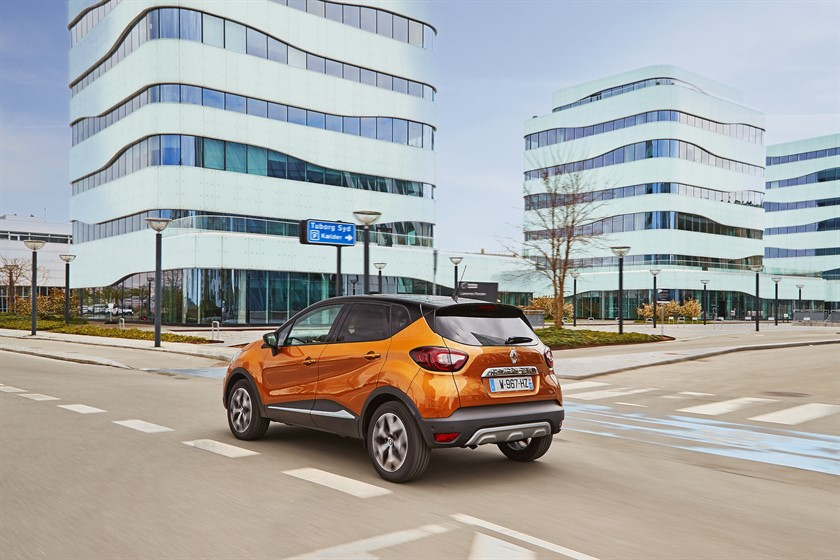 90829_2017_New_Renault_CAPTUR_tests_drive_in_Denmark