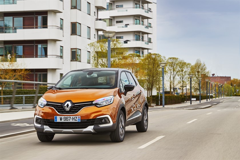90830_2017_New_Renault_CAPTUR_tests_drive_in_Denmark