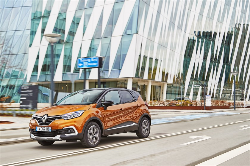 90832_2017_New_Renault_CAPTUR_tests_drive_in_Denmark