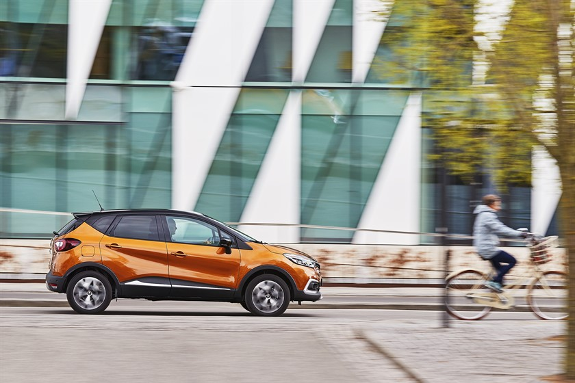 90833_2017_New_Renault_CAPTUR_tests_drive_in_Denmark