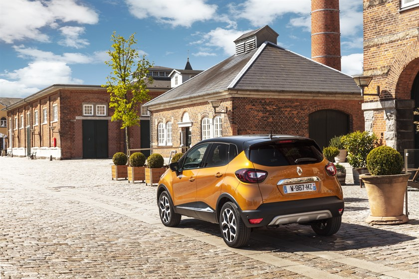 90840_2017_New_Renault_CAPTUR_tests_drive_in_Denmark