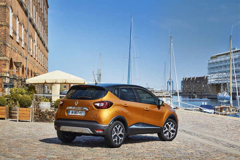 90841_2017_New_Renault_CAPTUR_tests_drive_in_Denmark