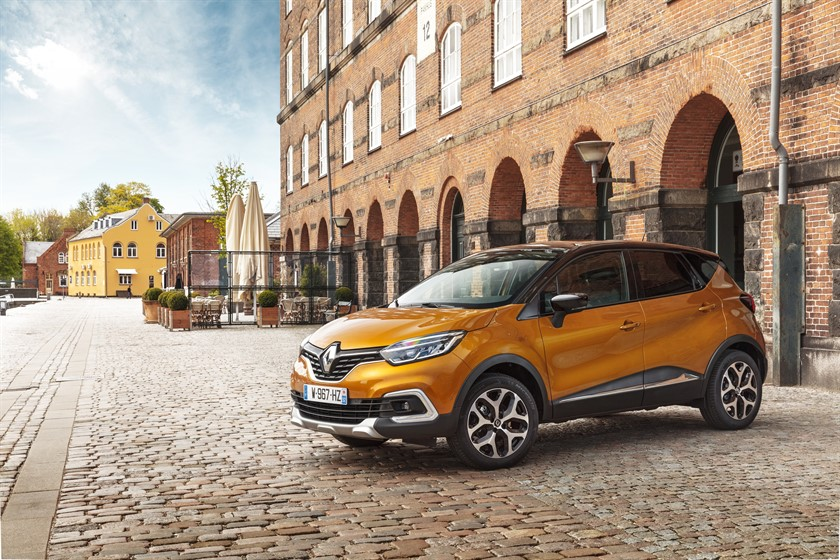 90846_2017_New_Renault_CAPTUR_tests_drive_in_Denmark