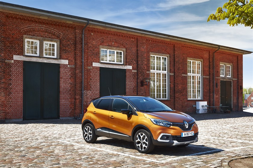 90847_2017_New_Renault_CAPTUR_tests_drive_in_Denmark