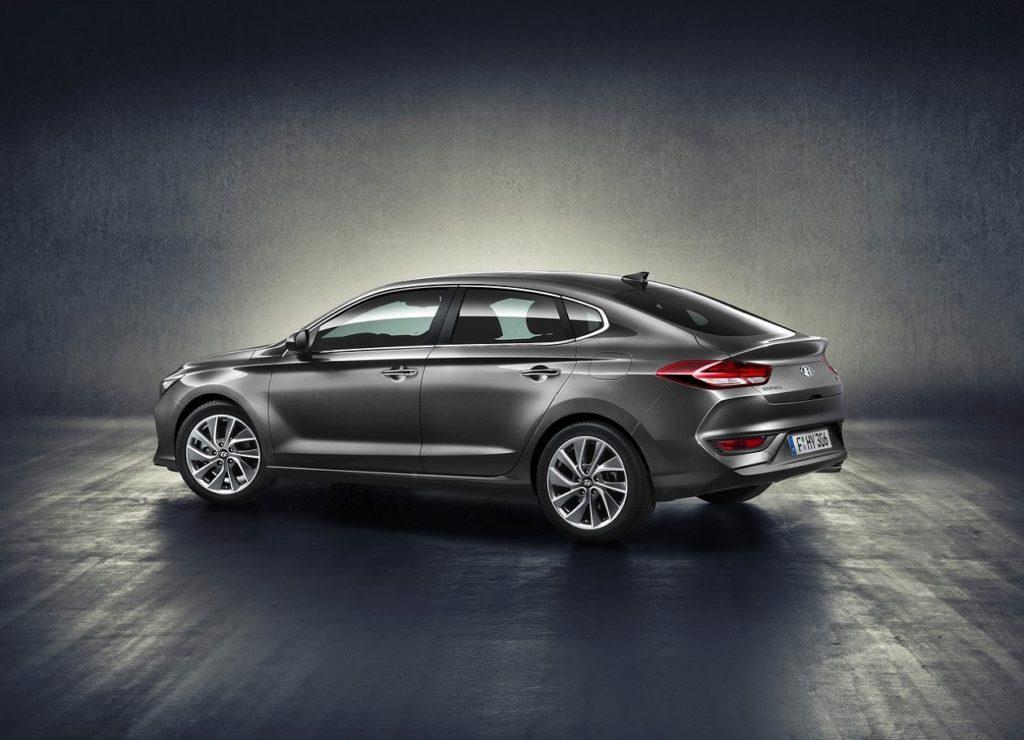 Hyundai i30 fastback-2018 (3)