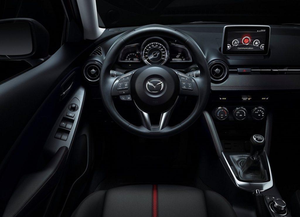 Mazda 2 2015 (3)
