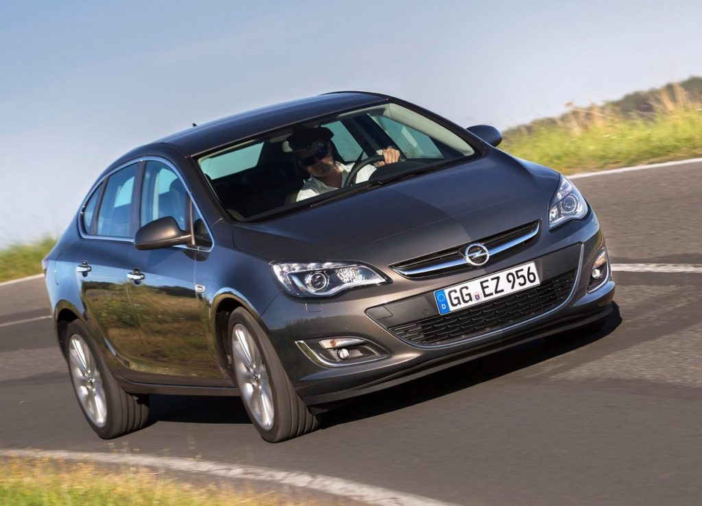 Opel-Astra_Sedan-2013