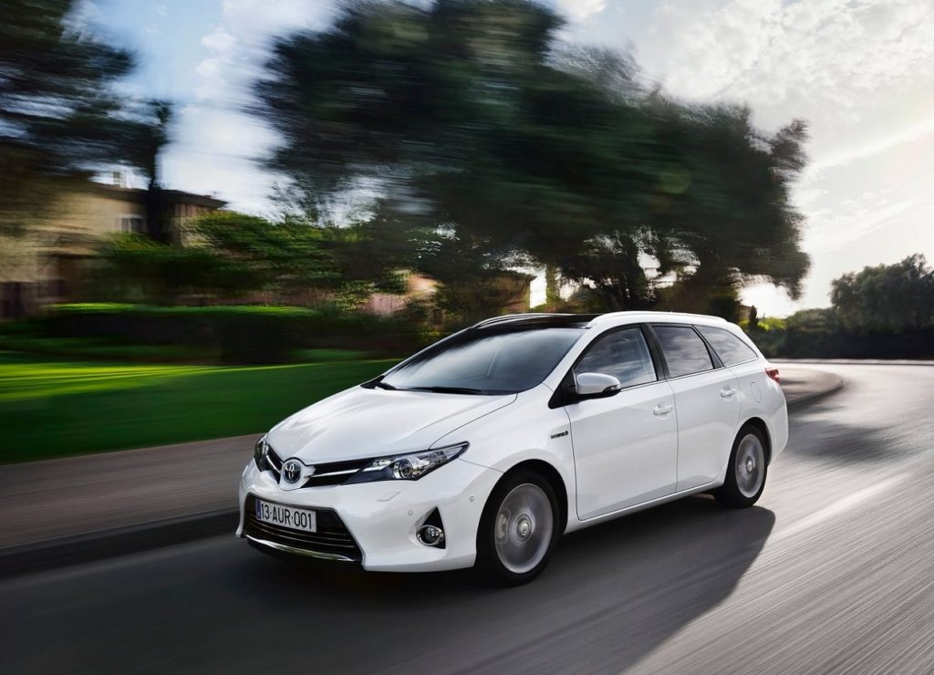 Toyota-Auris_Touring_Sports-2013