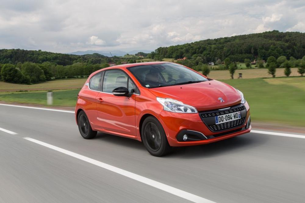 13 8º Peugeot 208-