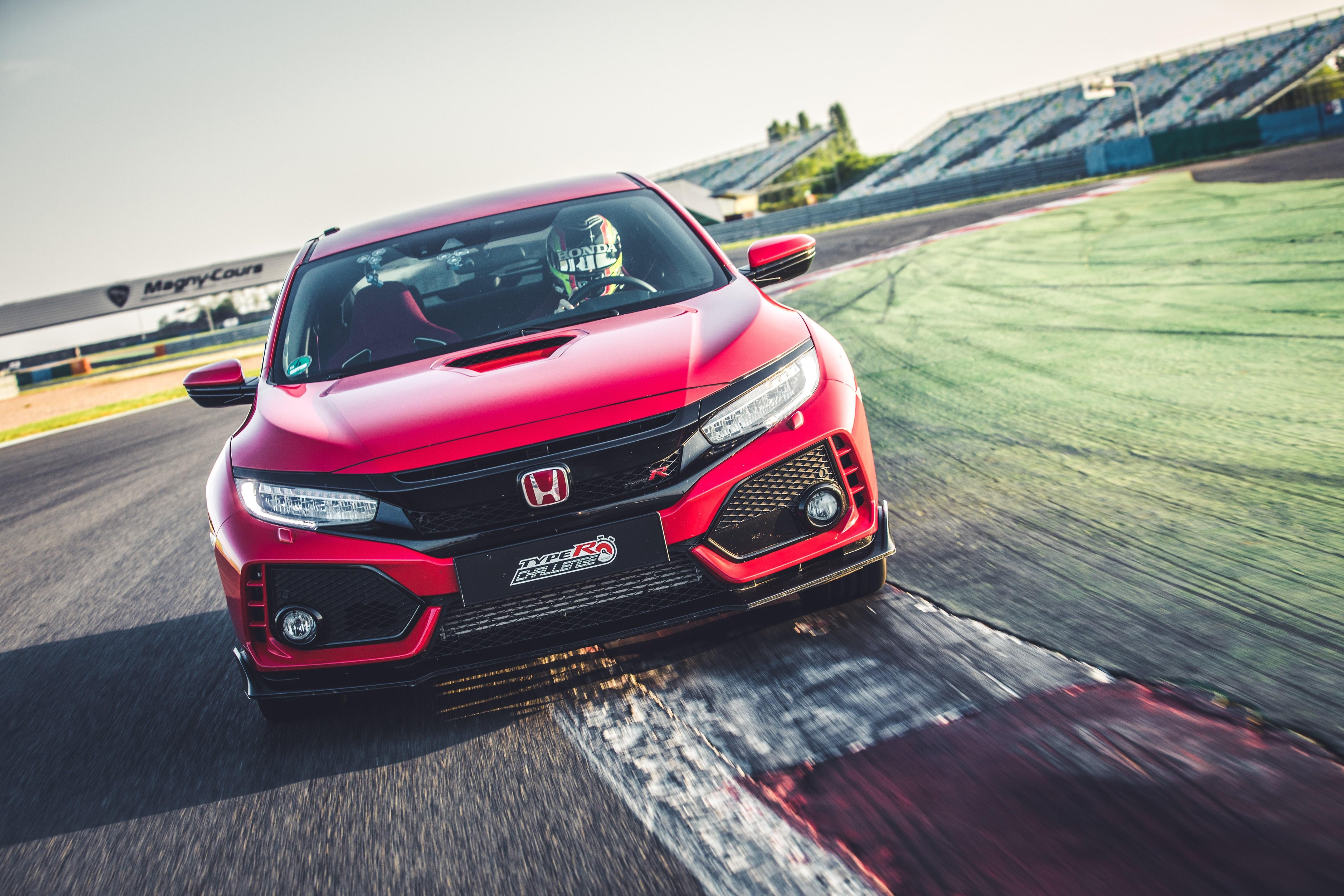 Após A Estreia Do Honda Civic U201cType R Challenge 2018u201d No Salão Automóvel De  Genebra, O Hatchback De Alto Desempenho Definiu Um Novo Recorde De Volta Em  ...