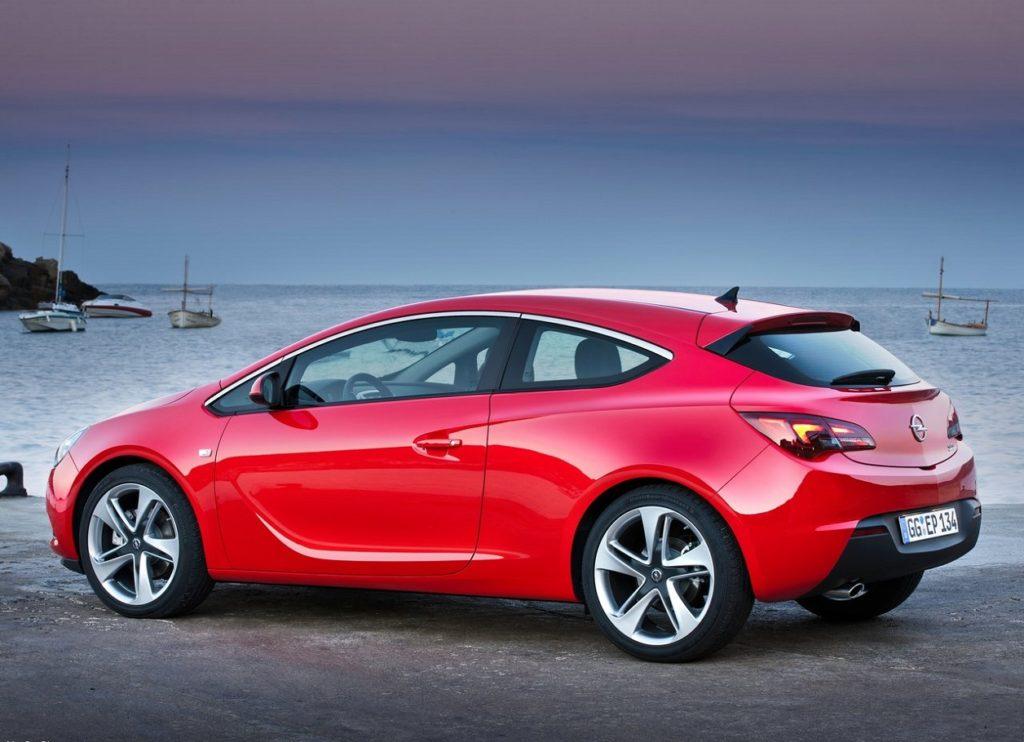 Opel Astra GTC 2012 (2)