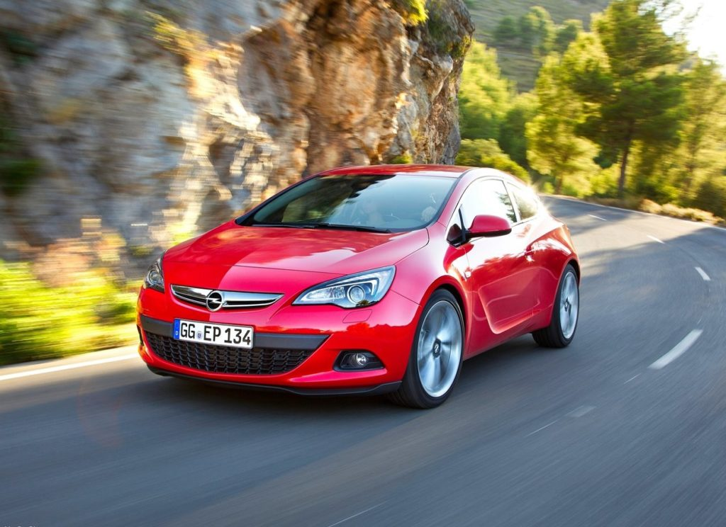 Opel-Astra_GTC-2012