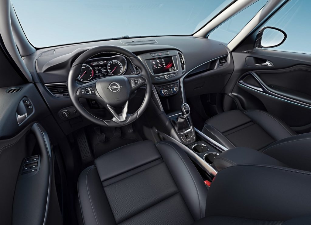 Opel Zafira 2017 (1)
