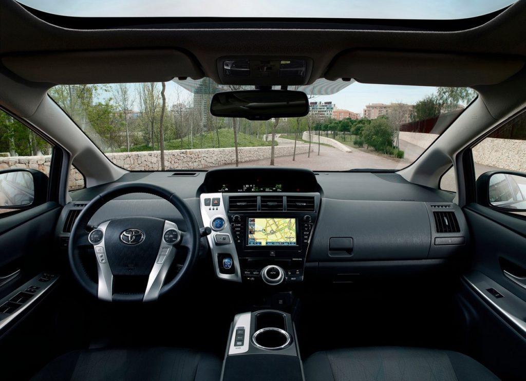 Toyota Prius Plus 2013 (4)