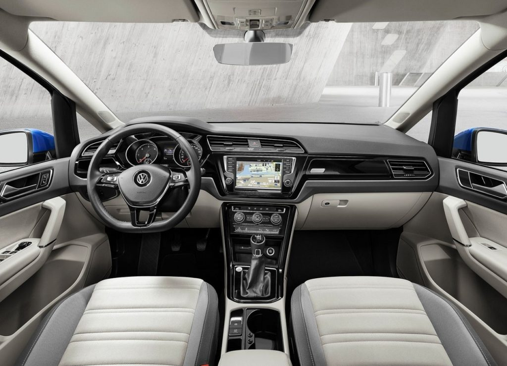 VW Touran 2016 (1)