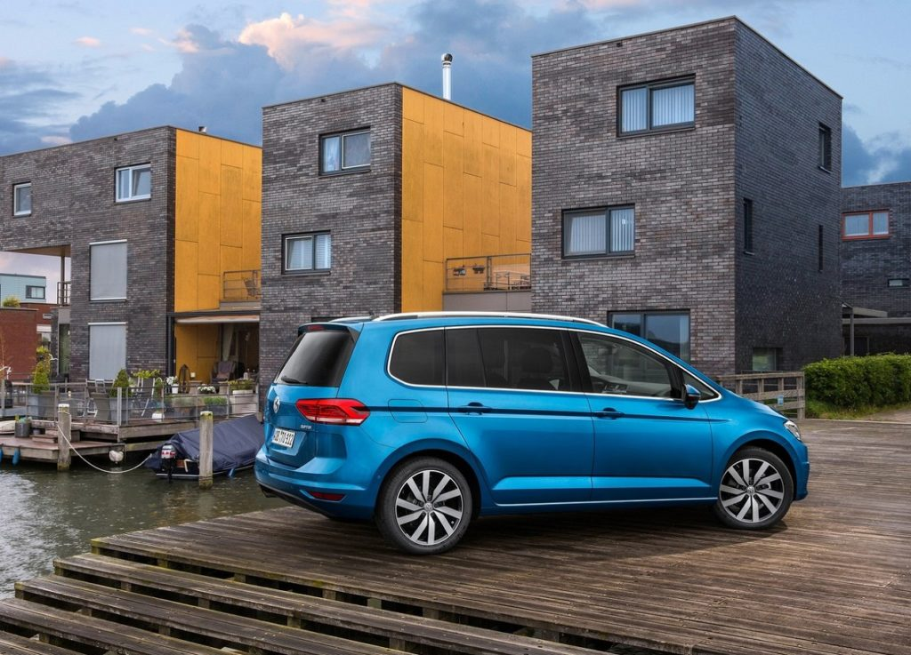 VW Touran 2016 (4)