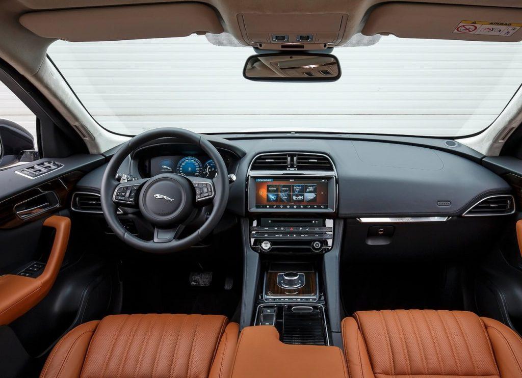 Jaguar F-Pace 2017 (3)