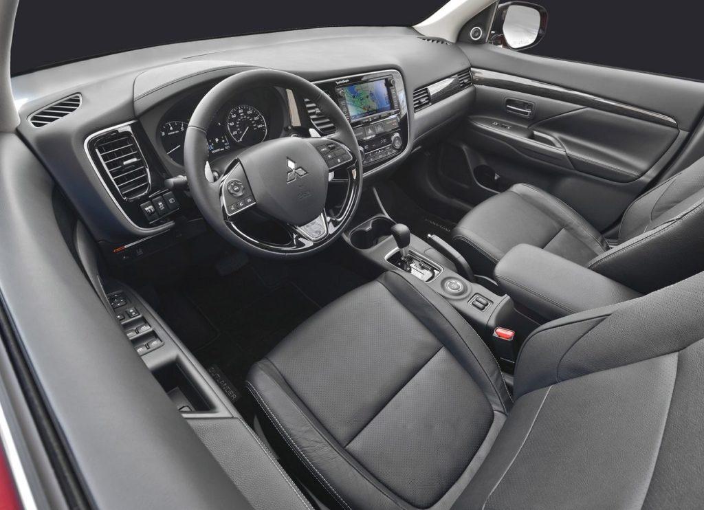 Mitsubishi Outlander 2016 (1)