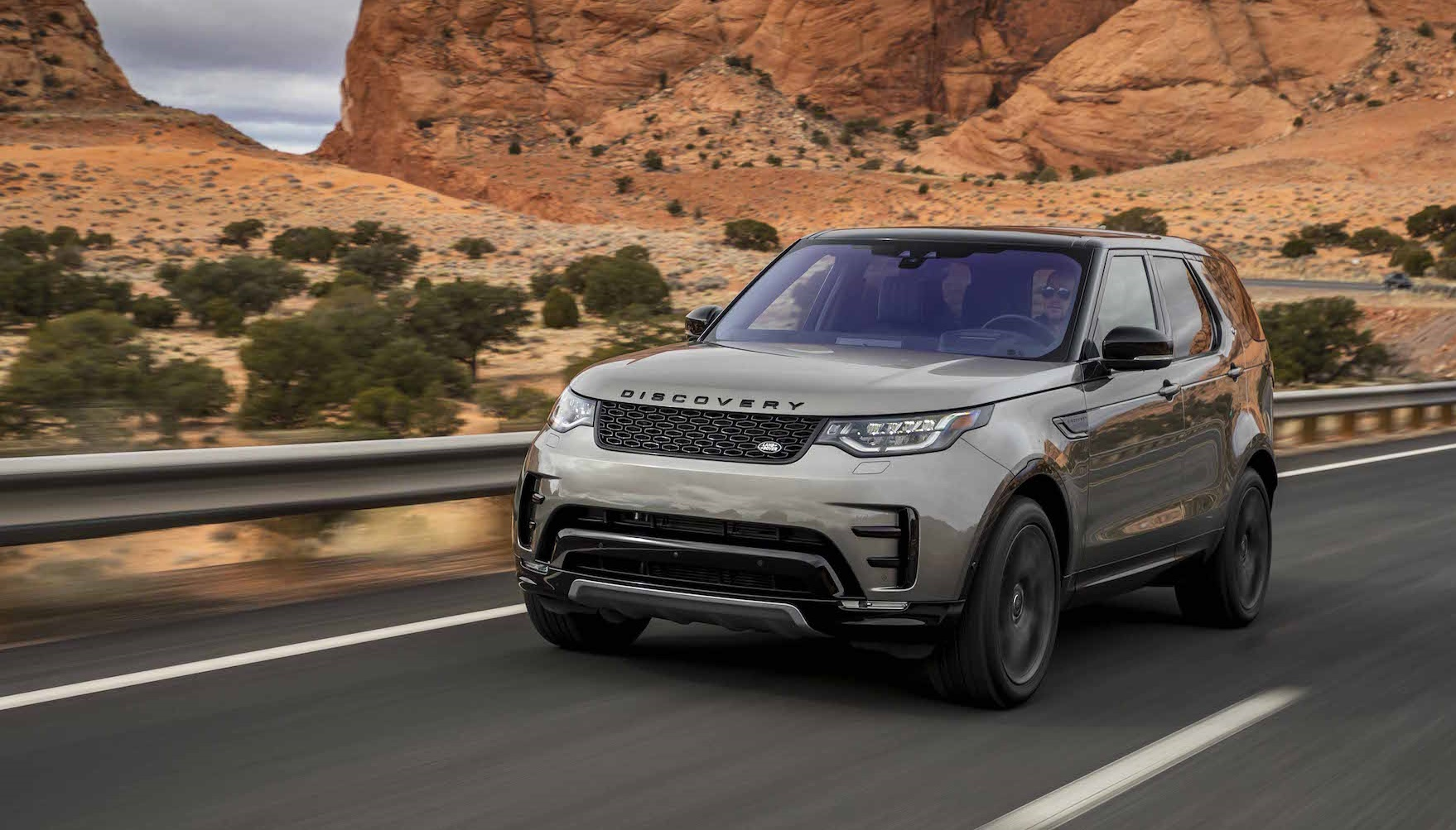 Land Rover Discovery recebe novo motor e tecnologias de segurança