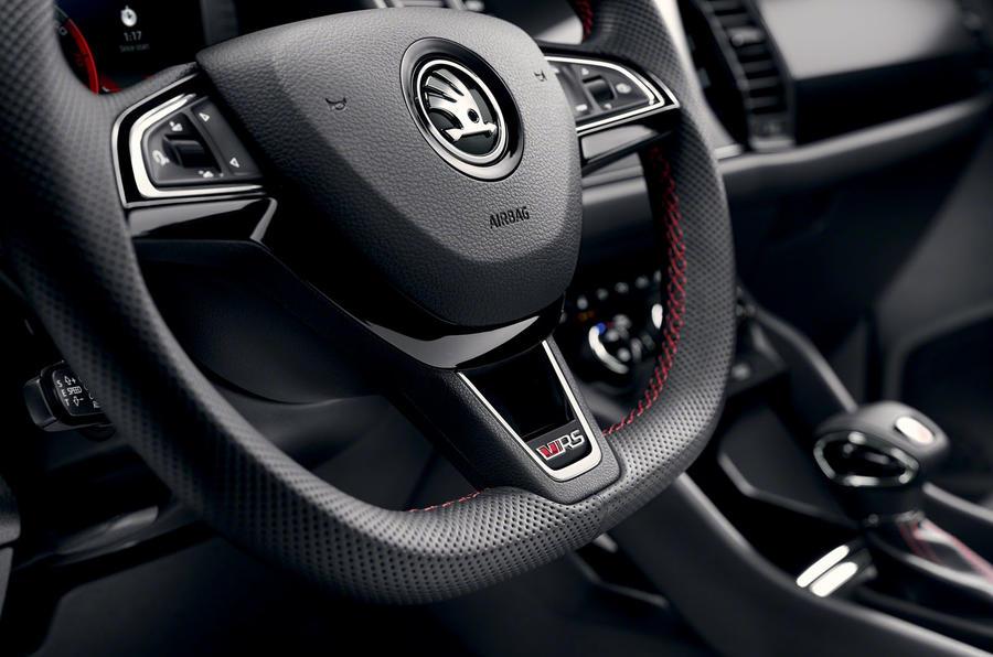 15-skoda-vrs-2019-reveal-steering-wheel